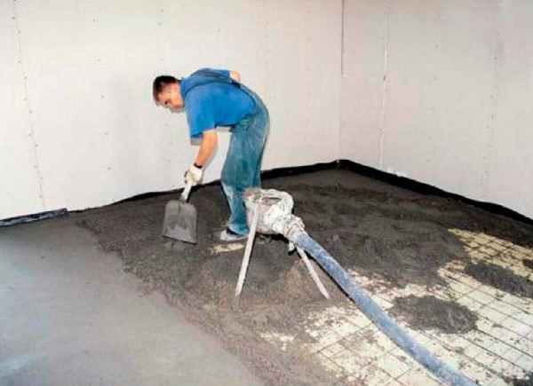 Необходимость армирования стяжки зависит от ее толщины и величины нагрузки, которой она будет подвержена в процессе эксплуатации